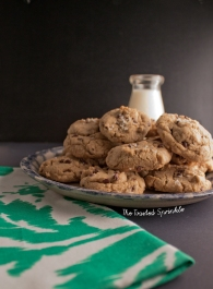 chewy brown butter chocolate chip cookies via thetoastedsprinkle.com